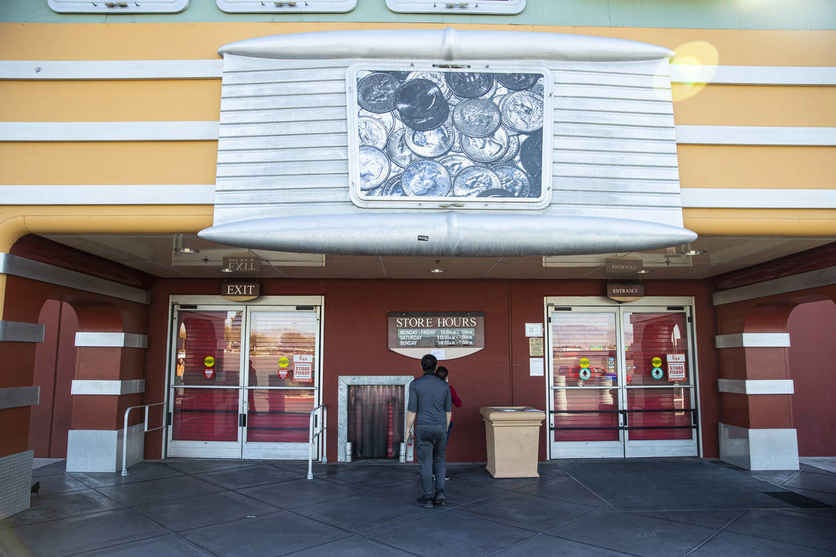 People read a posted note about the closure of Fry's Electronics at Town Square in Las Vegas on ...