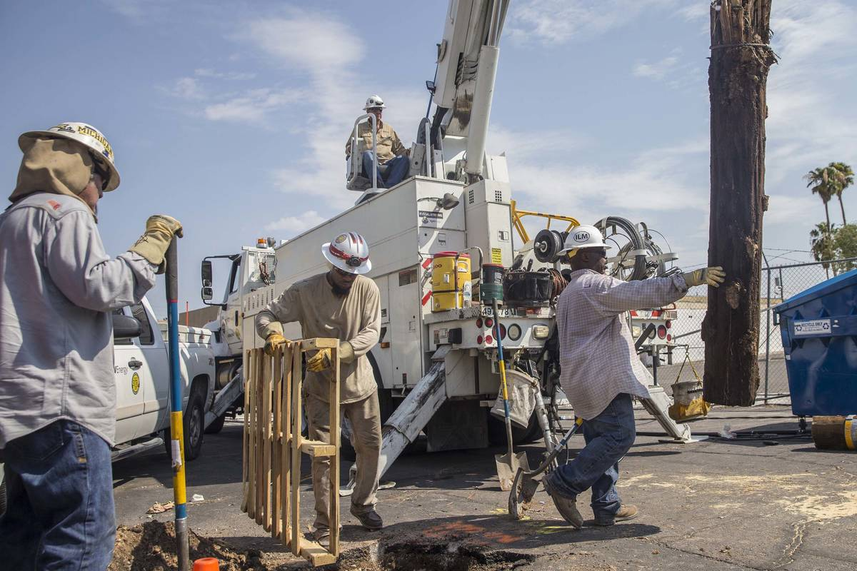 NV Energy crews work to restore power in this Aug., 12, 2018, file photo. (Benjamin Hager/Las V ...
