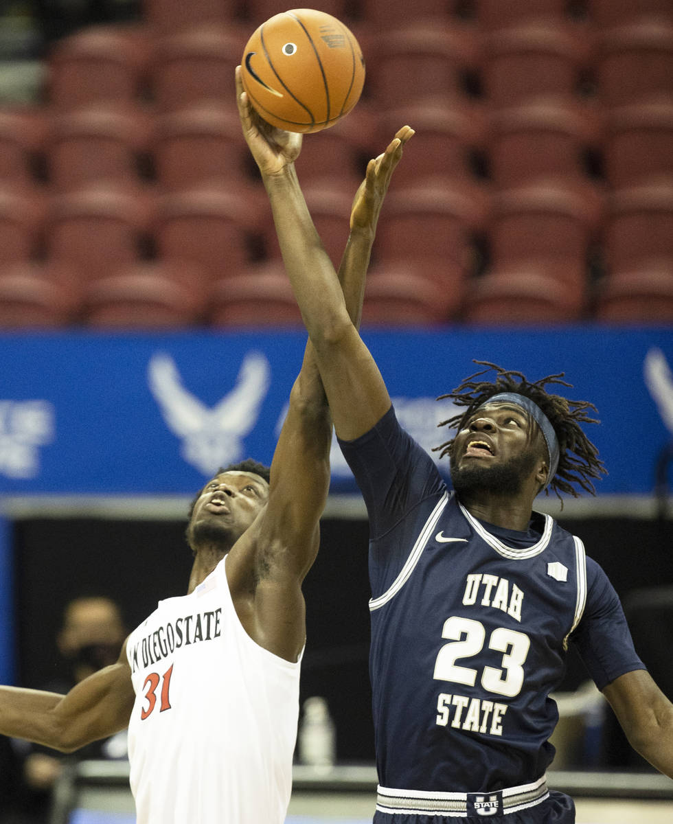 Utah State Aggies guard Karson Stastny (21) fights for a loose ball with San Diego State Aztecs ...