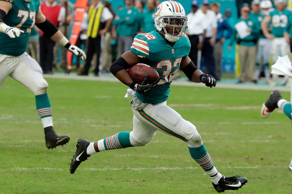 Miami Dolphins running back Kenyan Drake (32) runs for a touchdown, during the second half of a ...