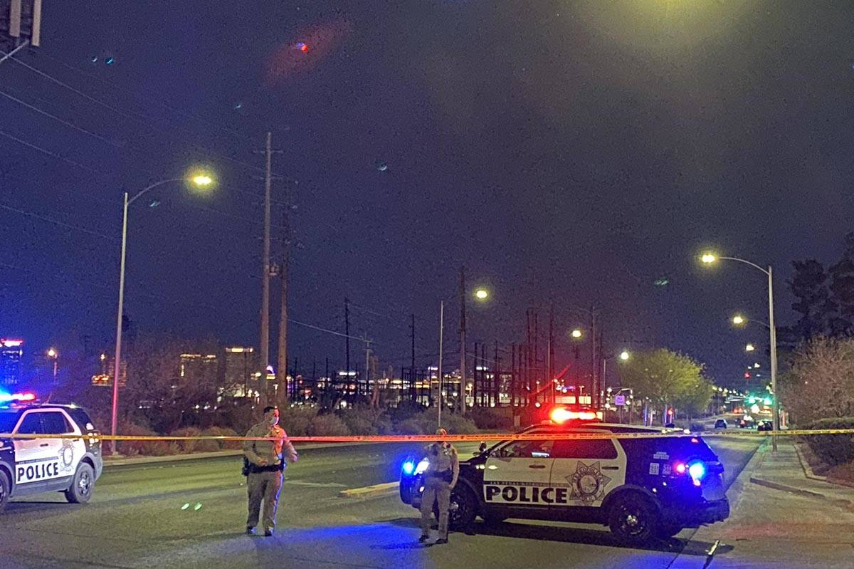 Las Vegas police officers block South Valley View Boulevard for a homicide investigation on Mon ...