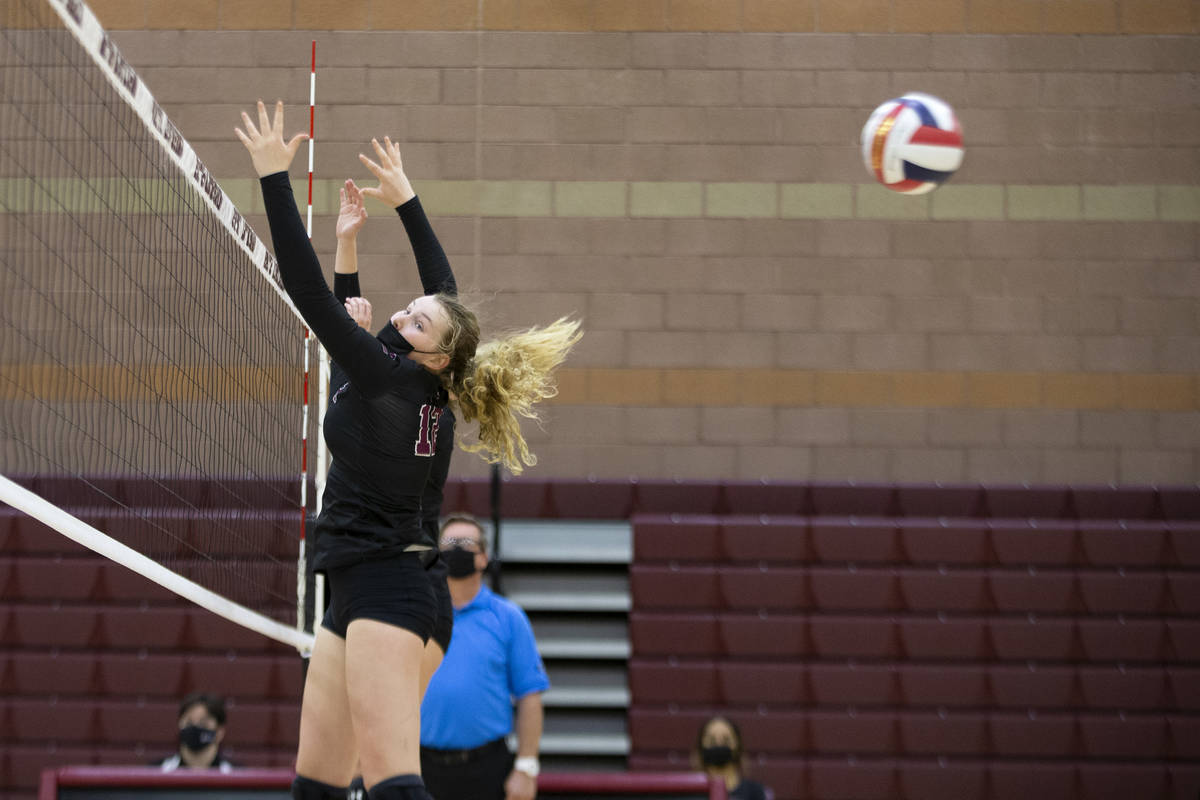 Faith Lutheran's Delaney Wilson (12) looks back after missing a block during their girls high s ...