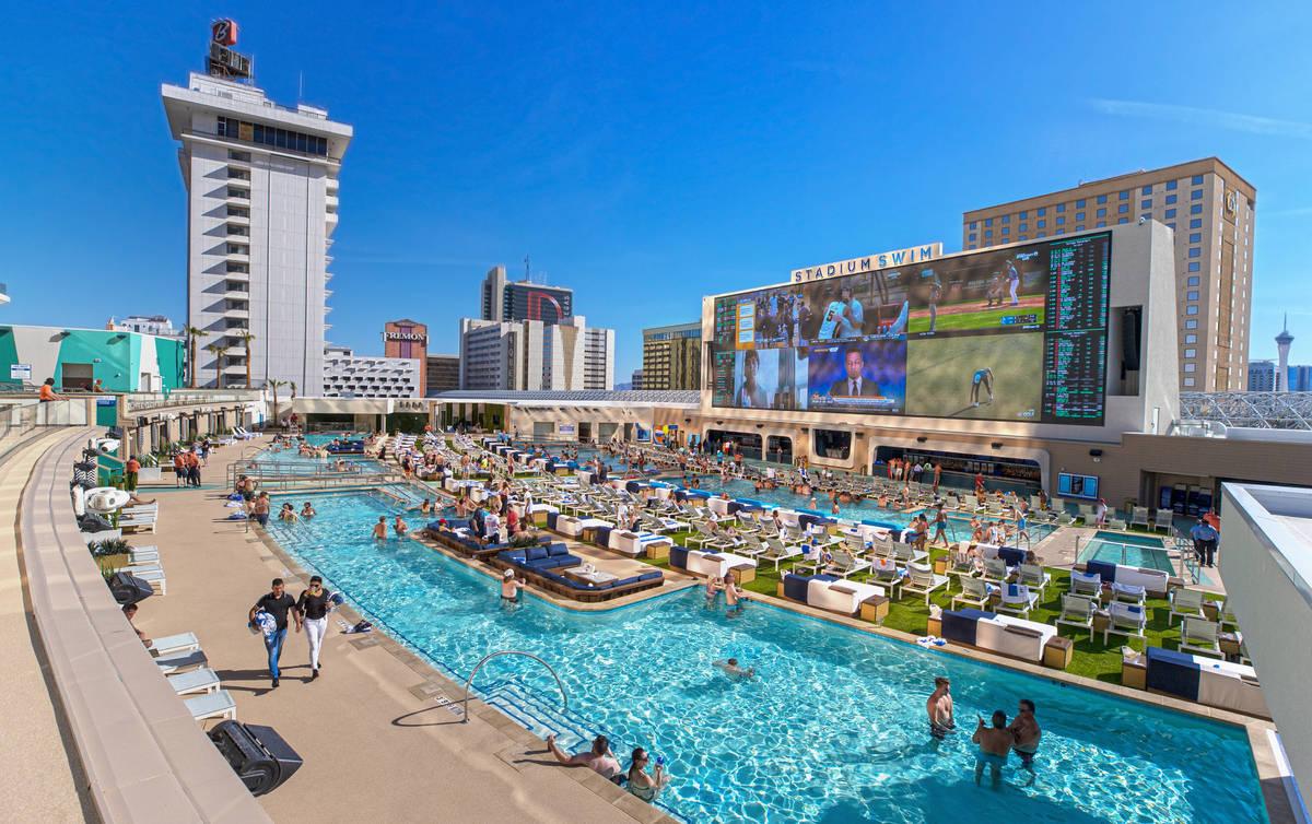Las Vegas Hotel Pools Warned About Social Distancing Las Vegas Review Journal