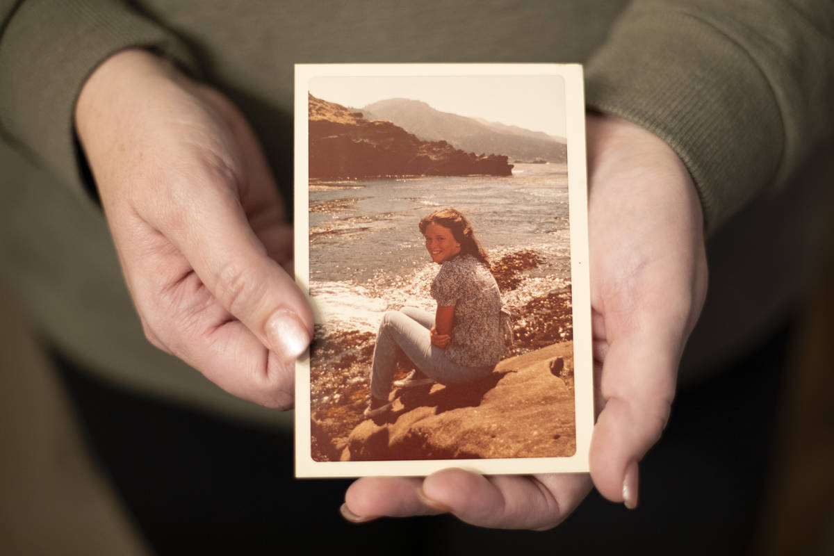 Sheila Hoonsan holds a photograph of her mother, Elizabeth Swartz, who died of COVID-19. Elizab ...