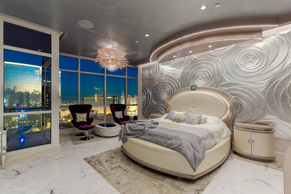 (Red Luxury Real Estate)