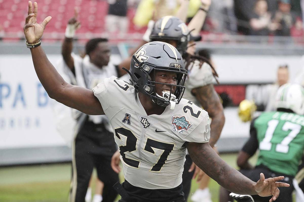 Central Florida defensive back Richie Grant (27) celebrates his interception return for a touch ...