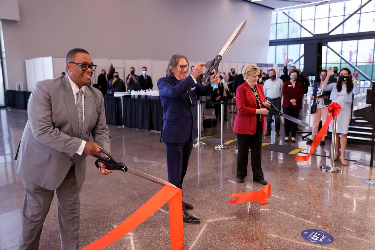 Las Vegas Councilman Cedric Crear, CEO Bob Maricich and Mayor Carolyn Goodman during a ribbon-c ...