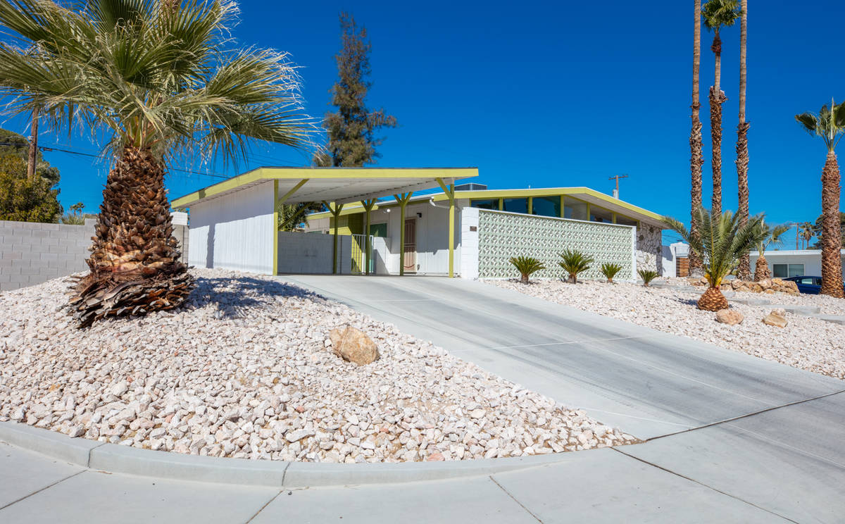 A sale is pending on a classic mid-century modern home at 1606 Pawnee Drive in Las Vegas. (Trev ...
