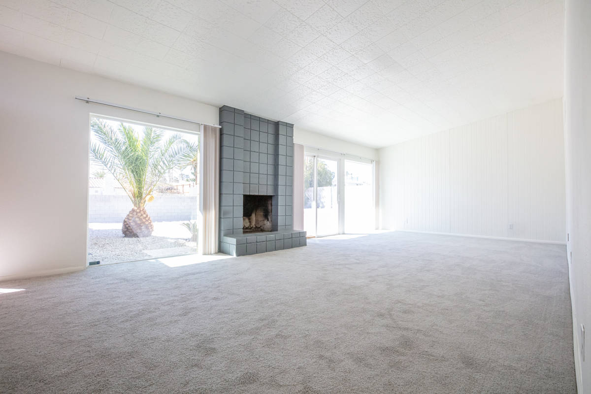 The airy living room of 1606 Pawnee Drive, Las Vegas is open and inviting. (Trevor Oshana Photo ...