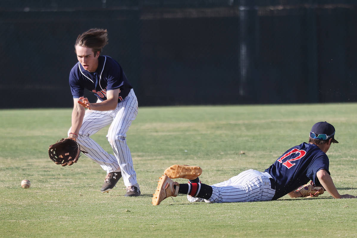 Coronado's Mason McCormack (7) goes down for the ball after teammate Gerald Alesia (12) dropped ...