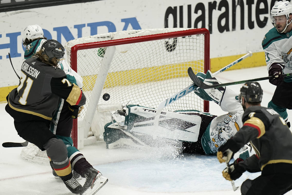 Vegas Golden Knights' William Karlsson, left, of Sweden, watches the puck enter the net for a g ...