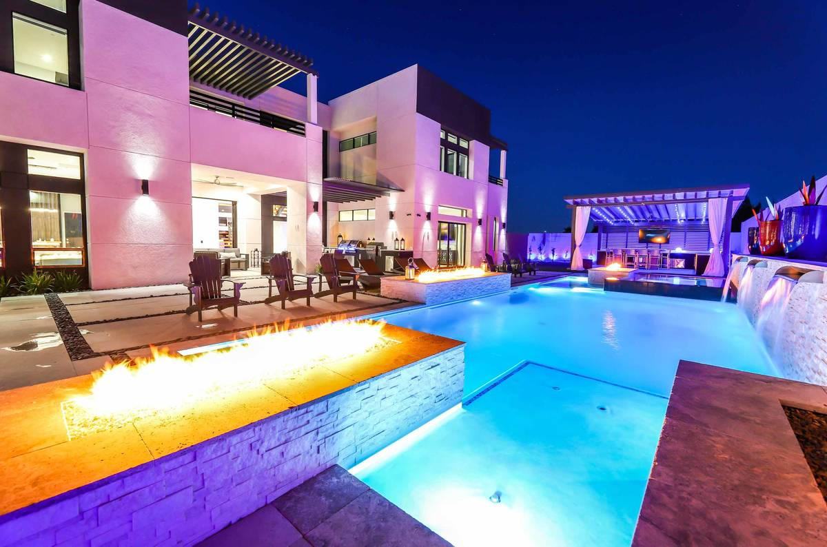 Fire features accent the pool at 526 Kingston Road, Henderson. (SugarMill Studios)