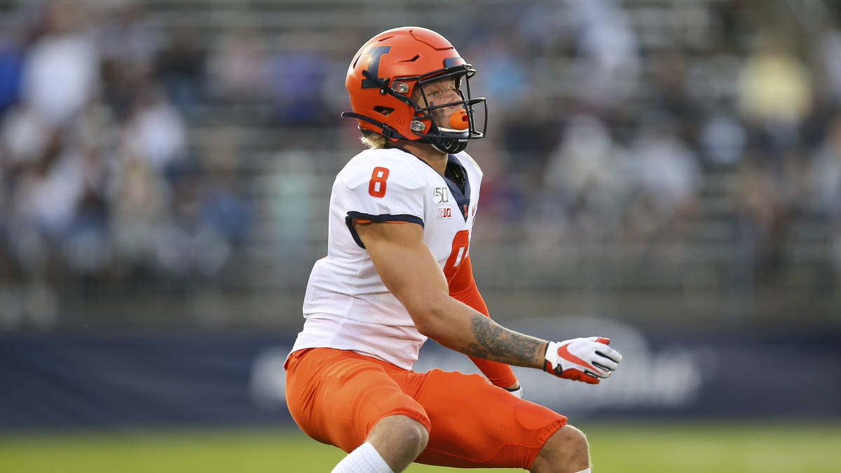 Illinois defensive back NateHobbs (8) during an NCAA football game against Connecticut on ...