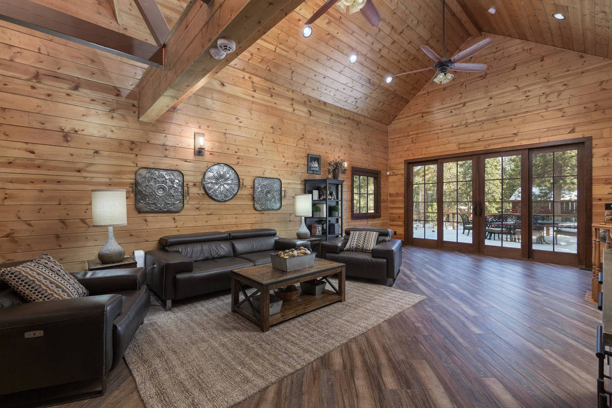 The living room of 4174 Mont Blanc Way (David Correa Photography)