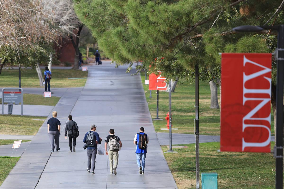 Students walk along a sidewalk at UNLV. (Las Vegas Review-Journal)