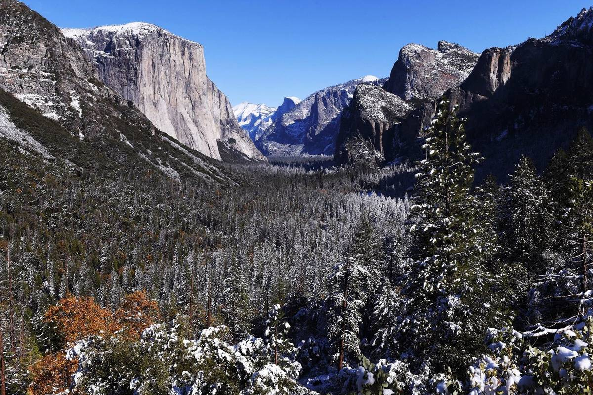 A light dusting of snow covers Yosemite Valley following a weekend snowstorm in Yosemite Nation ...