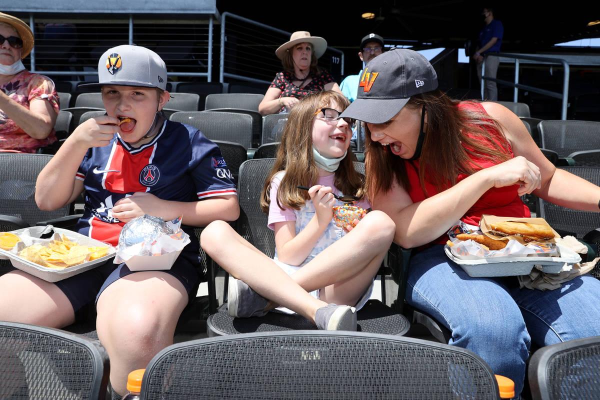 Mary Barnett eats with her children Hunter, 10, and katelyn, 7, at Las Vegas Ballpark before th ...