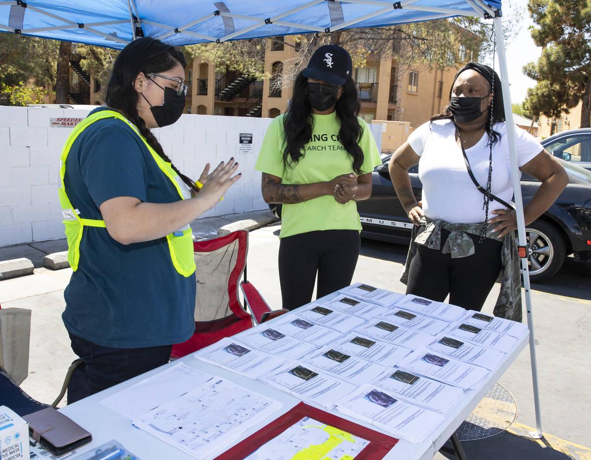 Heather Doto, left, program manager at Nevada Child Seekers, talks to Yolanda Everett, center, ...
