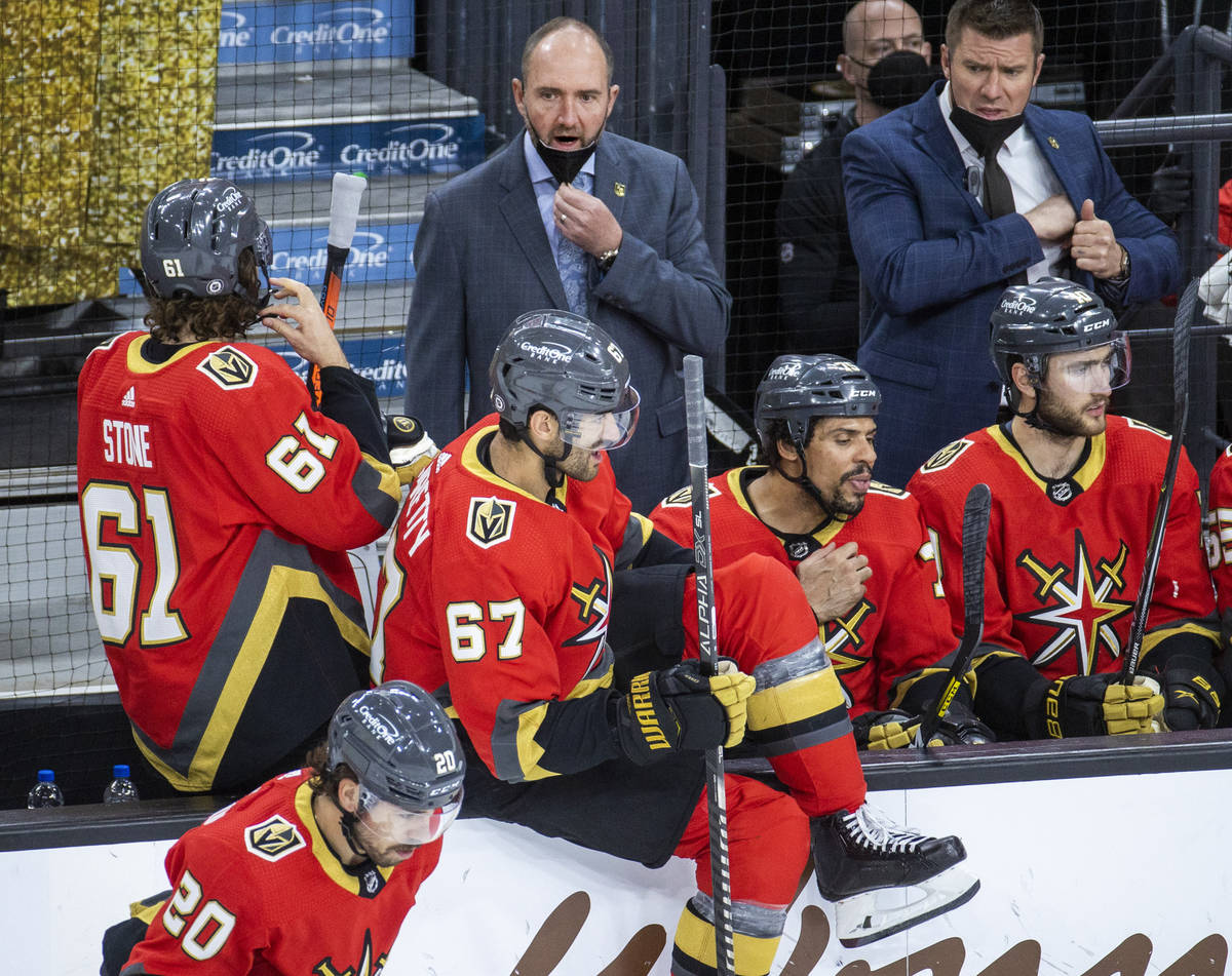 Golden Knights head coach Peter DeBoer talks with right wing Mark Stone (61) on a timeout versu ...