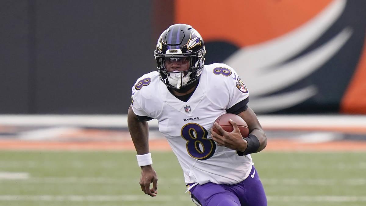 Baltimore Ravens quarterback Lamar Jackson (8) plays in an NFL football game against the Cincin ...