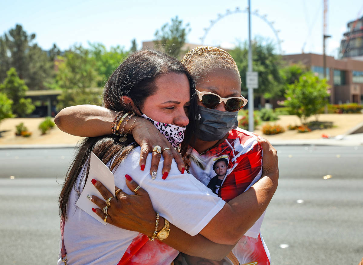 Margarita Edwards, left, with Nevada Child Seekers, comforts Lisa Stovall, right, grandmother t ...
