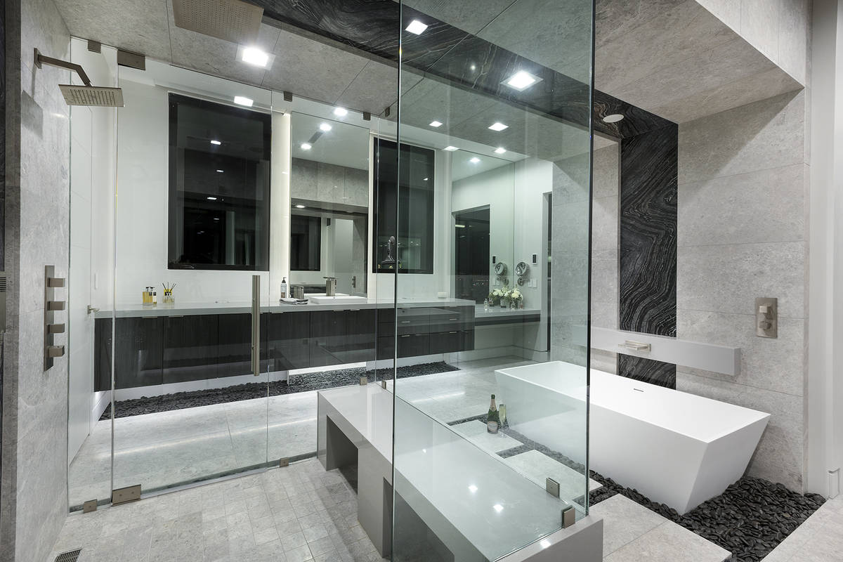 The master bath. (Synergy Sotheby's International Realty)