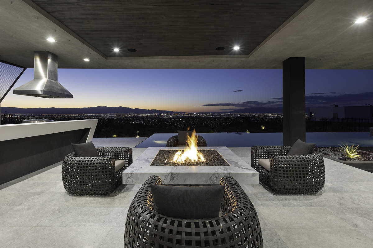 Fire pit. (Synergy Sotheby's International Realty)
