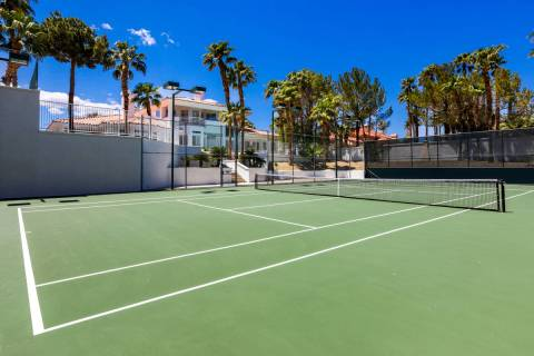 The tennis court at 4944 Spanish Heights Drive. (Stetson Ybarra Photography)