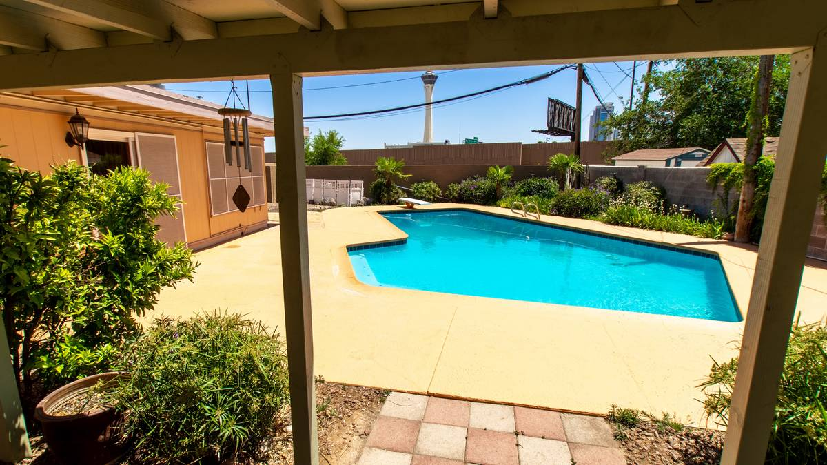 The pool area at 1908 Birch St. (Grant Sheehan)
