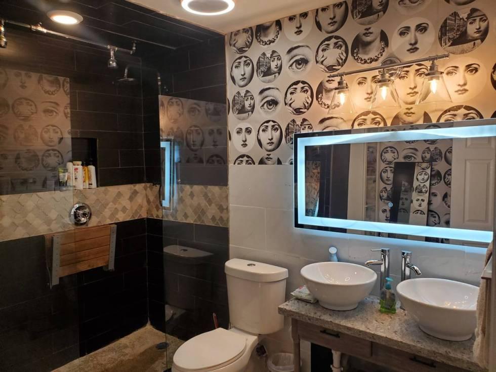 A bathroom at 1819 Beverly Way. (Kiya Krivickas)