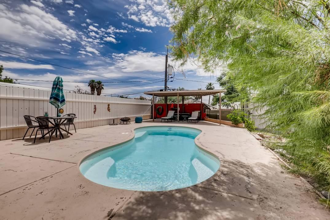 The yard and pool at 301 S. 15th St. (Steve Thomas)