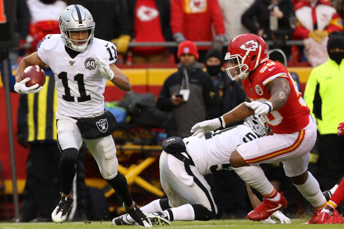 Oakland Raiders wide receiver Trevor Davis (11) runs with the football on a kickoff return duri ...