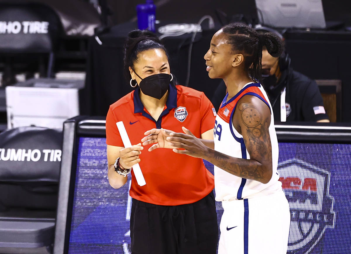 United States head coach Dawn Staley talks with guard Jewell Loyd during the second half of an ...