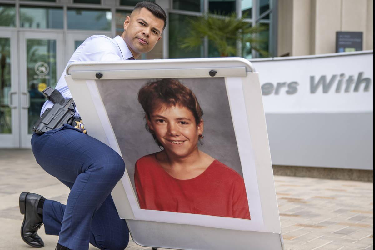 Officer Luis Vidal erects a photo of Stephanie Ann Issacson, 14, as Las Vegas police homicide d ...