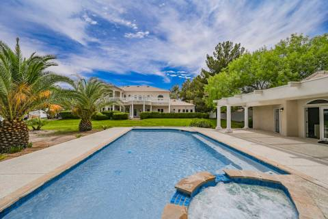 Basketball icon Shaquille O'Neal has purchased a 5,980-square-foot home in the southeast vall ...