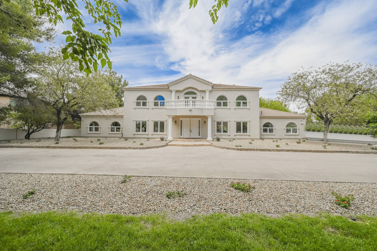 Famed athlete Shaquille O'Neal paid nearly $2 million for a private 1-acre compound near Wayn ...