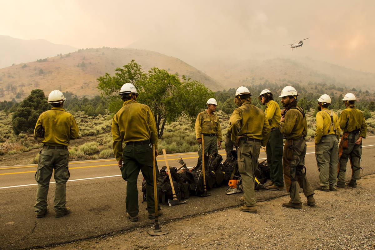 A Santa Fe Hotshots unit  gathers portion    battling the Tamarack Fire astir   Topaz Lake, Nev., Frid ...