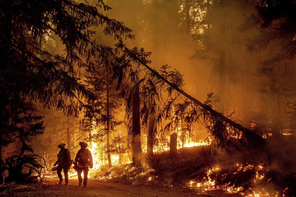 Progress made on Oregon fire, but thousands of home threatened