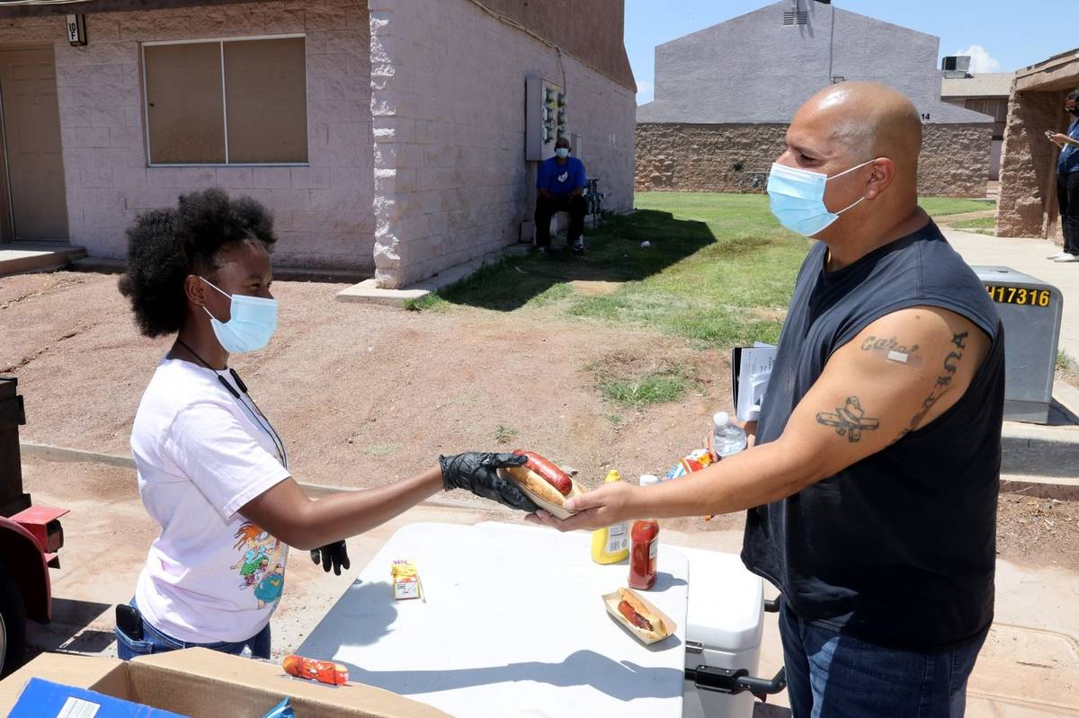 Taylor Cherry, 16, with Willie R. Cherry Ministries offers free hot links, drinks and chips to ...