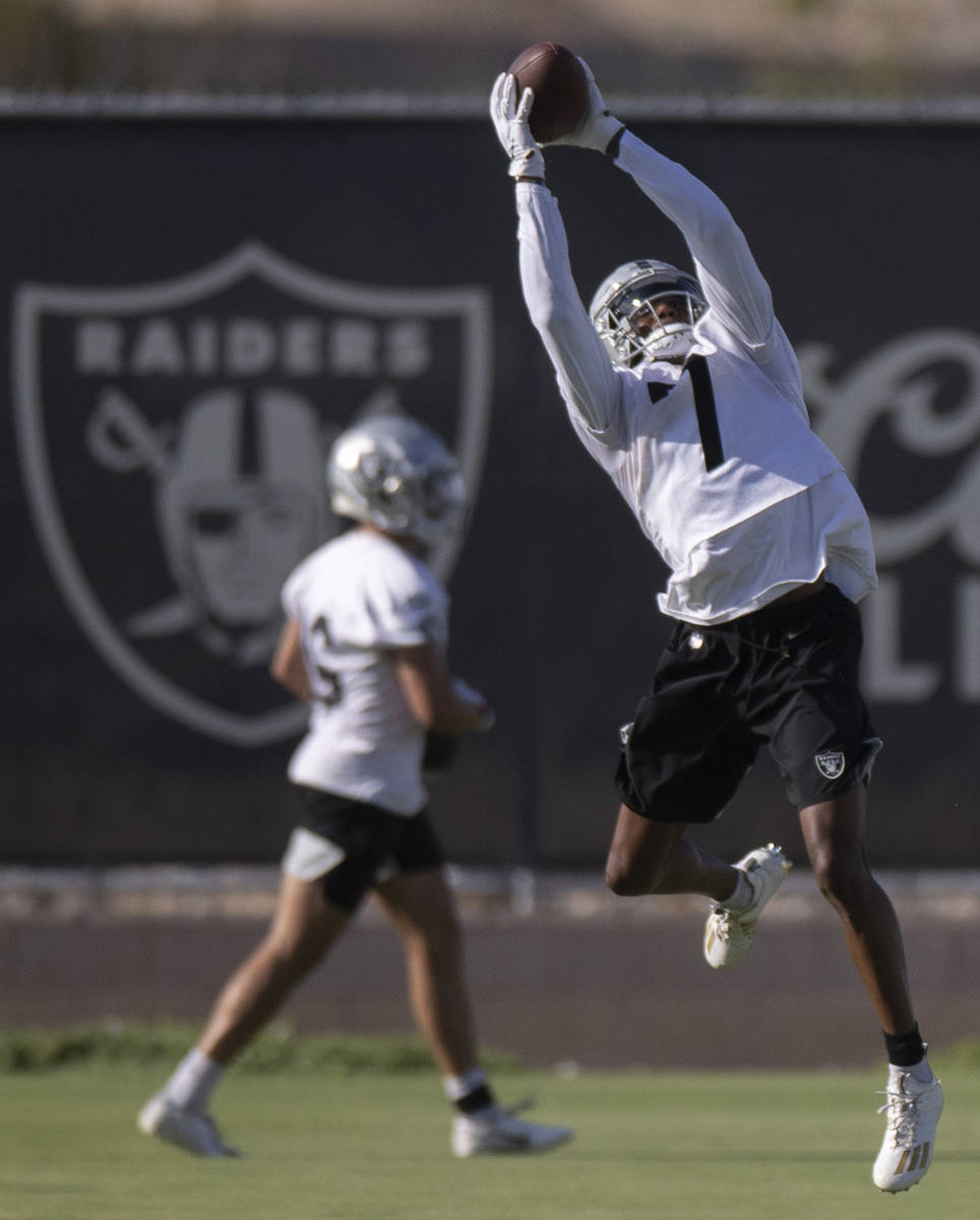 Raiders wide receiver Zay Jones (7) makes a catch during training camp on Saturday, July 31, 20 ...