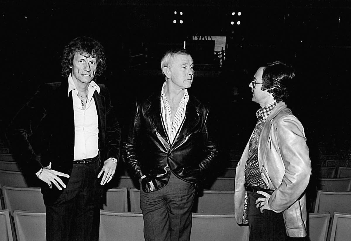 Johnny Carson, middle, and then-partner Ed Nigro at the Aladdin in 1980. At left was Tony Trudn ...