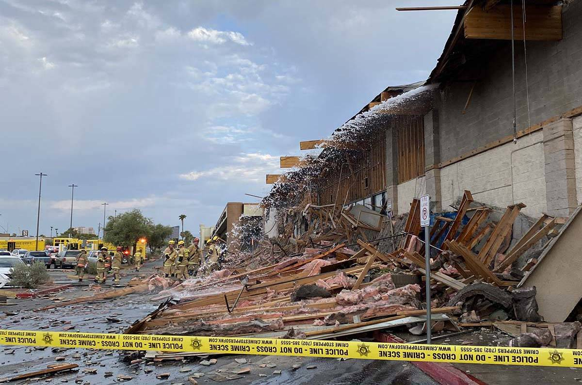 A portion of a large building collapsed at a shopping complex in eastern Las Vegas. (Glenn Puit ...