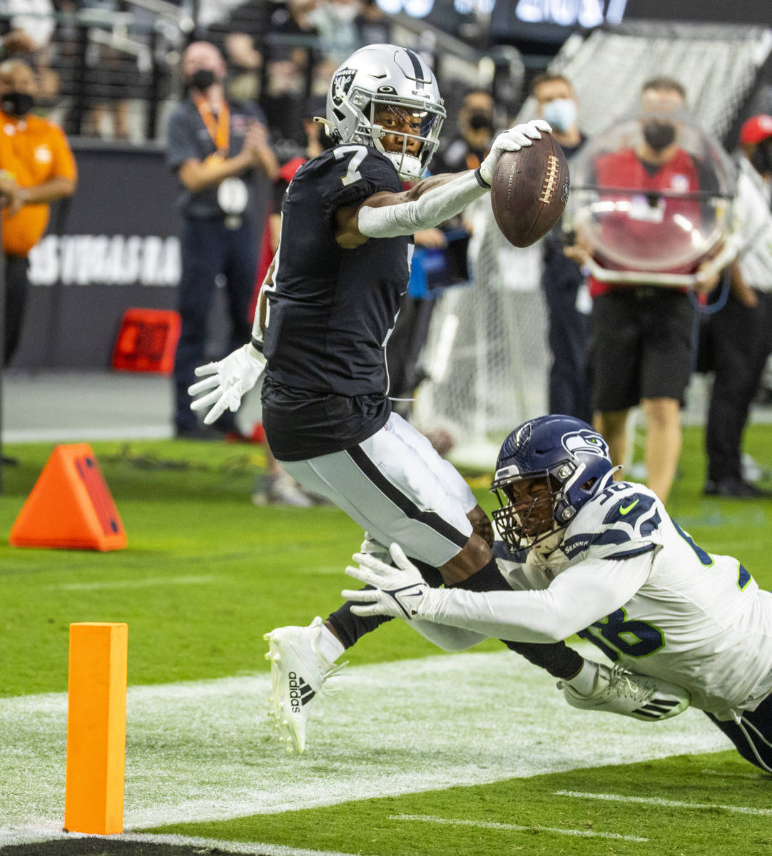 Raiders wide receiver Zay Jones (7) extends to the goal line after a catch near the end zone as ...