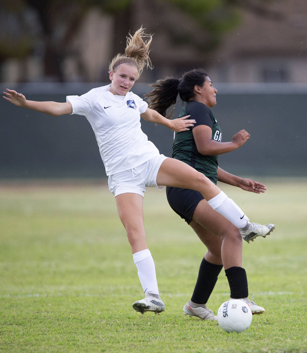 Foothill's Emma Rietz (9) falls back after colliding with Green Valley's Thalia Monreal (19) du ...