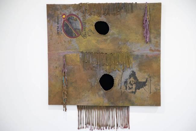 Sebuah karya seni karya Fawn Douglas berjudul, Nuwuvi: Our Bodies, Our Lands, terlihat di Nuwu Art a ...