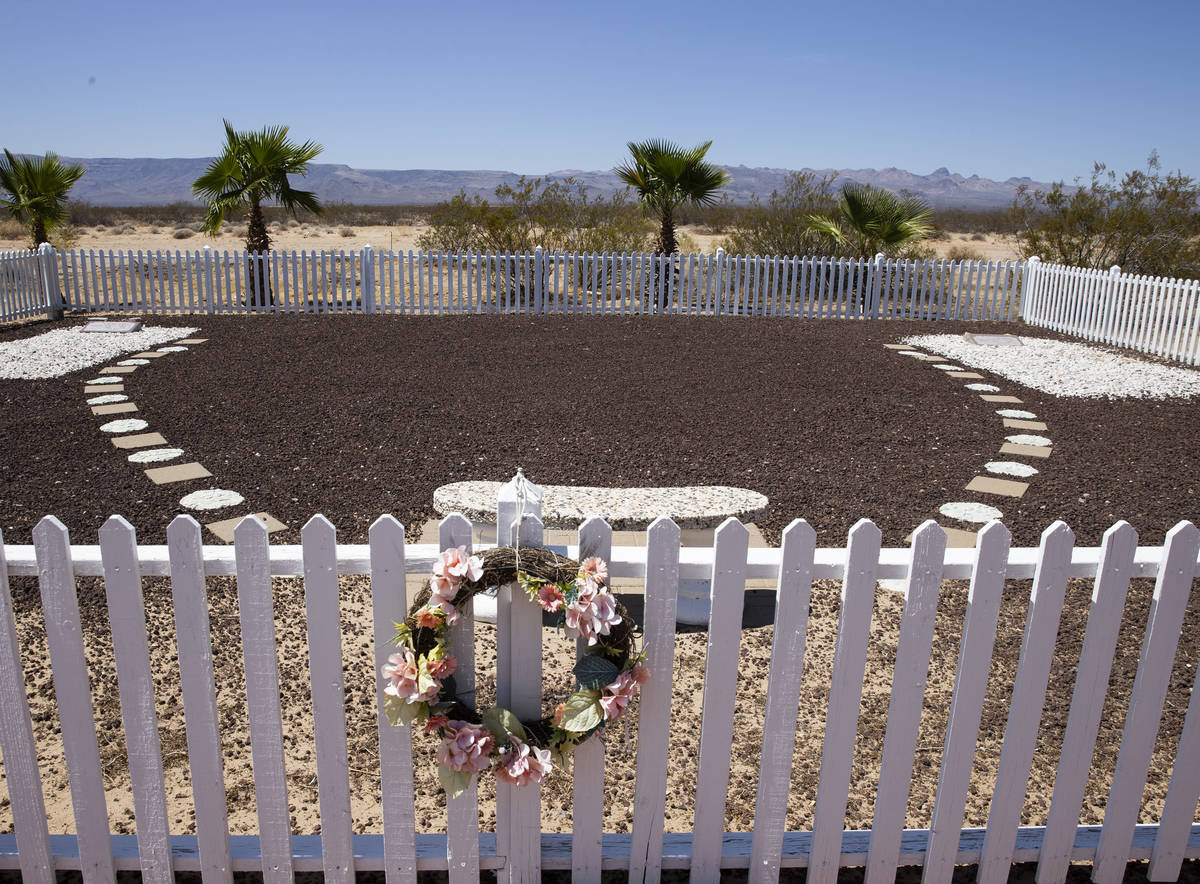 """The burial site of Slim Kidwell and Vernon """"Ace"""" Kidwell, former husbands of Nancy Ki ..."""