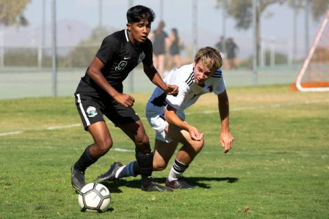 Palo Verde's Sheridan Rodrigues (9) and Liberty's Andrew Ortiz (12) compete for the ball during ...