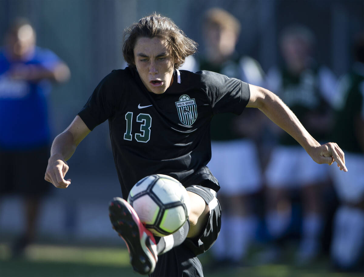 Palo Verde's Quentin Gomez (13) passes the ball during a high school soccer game against Libert ...