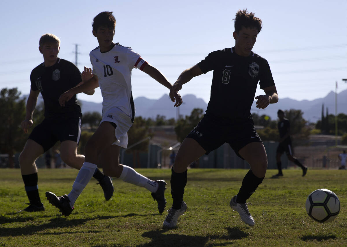Palo Verde's Elad Cohen (8) regains control of the ball next to Liberty's Landry Chisteckoff (1 ...