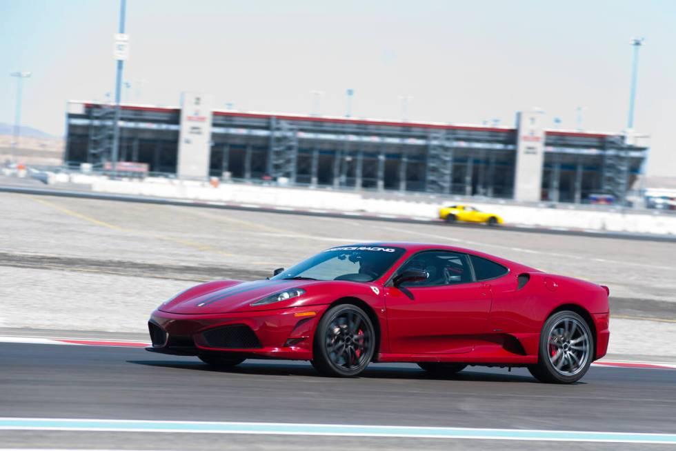 Co-Owner Exotics Racing, Romain Thievin, mengendarai Ferrari 458 Scuderia di sekitar Exotics Racin ...